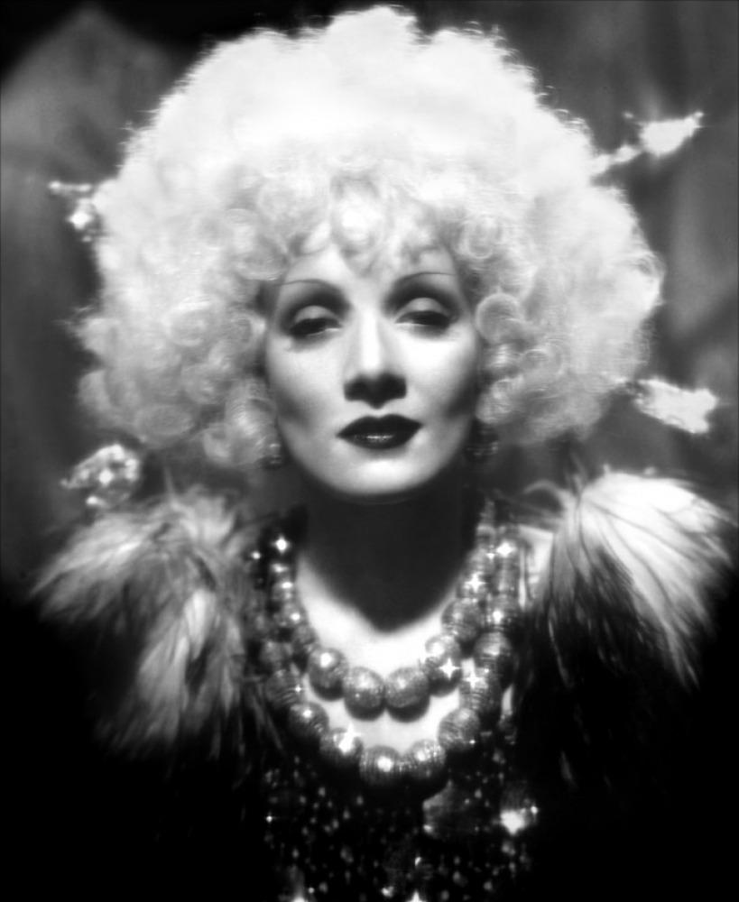 Marlene-dietrich-blonde-venus-1932-09-g