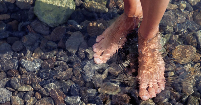 barefoot-in-water