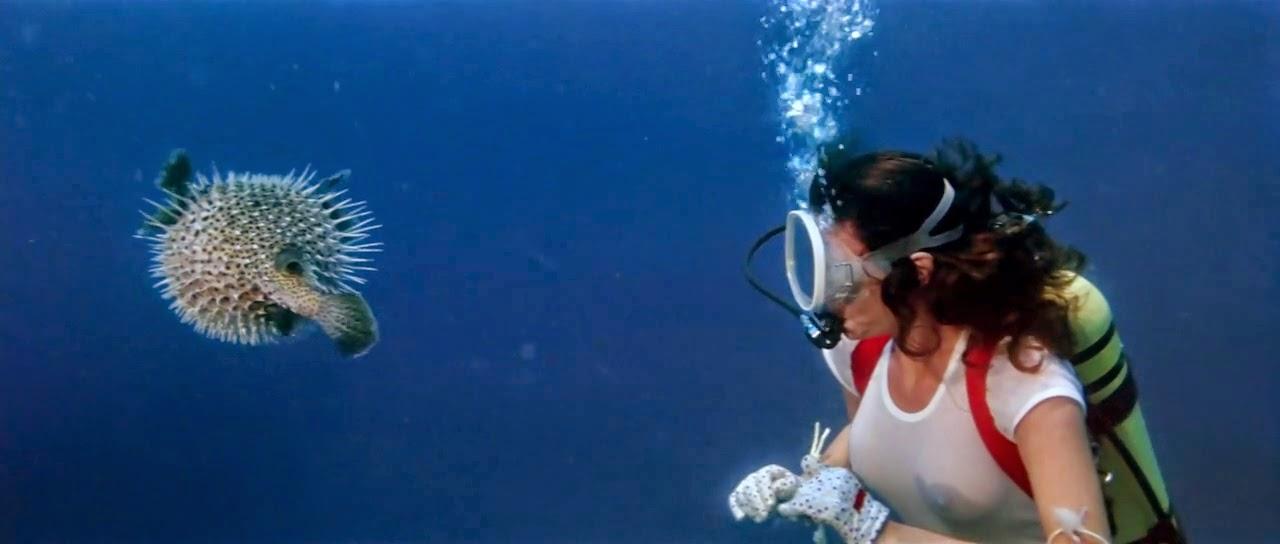 Jacqueline Bisset + fish - The Deep (1977) 2