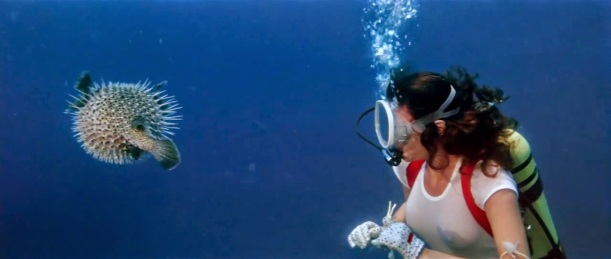 Jacqueline Bisset + fish - The Deep (1977) 2