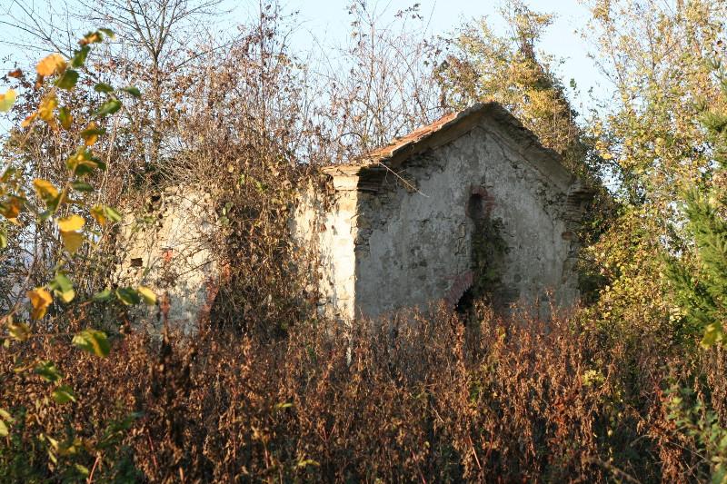 napoleonic-graveyard-chapel