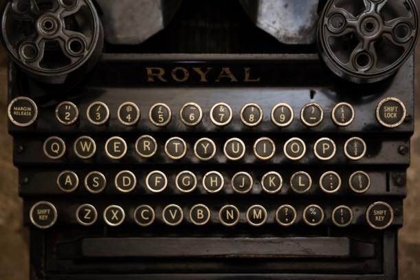 a_typewriter_10995863465