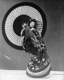 Ruth-St.-Denis-in-Japanese-Flower-Arrangement-1588x2000