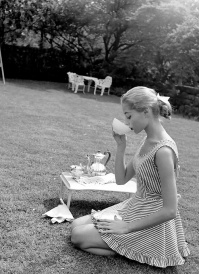 vintage-black-and-white-women-fashion-photography-nina-leen-5-5730957945b36__700